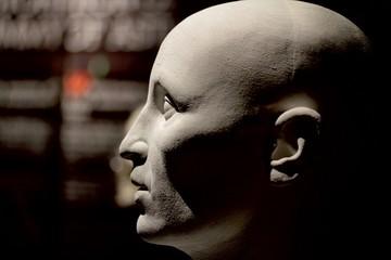 dettaglio di testa umana in un manichino