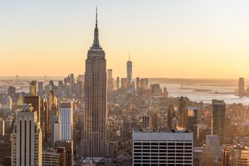 Photo sur Aluminium New York Lower Manhattan Downtown skyline panorama from Brooklyn Bridge Park riverbank, New York City, USA