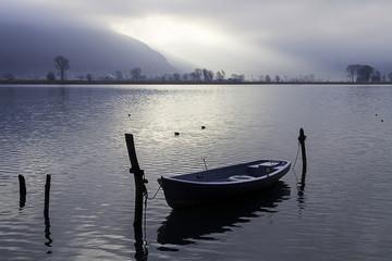 boat on como lake