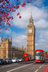 Foto auf Leinwand London roten bus Big Ben with bus during spring time in London, England, UK