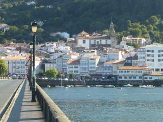 Puentedeume, pueblo costero ubicado en la provincia de La Coruña, España. Se encuentra entre los municipios de Miño, Cabañas, Capela, Villarmayor y Monfero, a medio camino entre La Coruña y Ferrol.