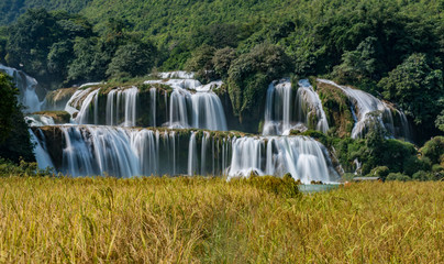 Ban Gioc Waterfall - Detian waterfall Ban Gioc Waterfall is one of Vietnam's most impressive natural sights. Located in the northeastern province of Cao Bang, vietnam