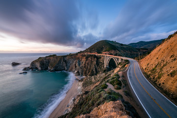 Staande foto Kust The Bixby Creek Bridge at Dusk