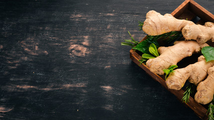 Fotomurales - Fresh ginger on a wooden background. Top view. Copy space.
