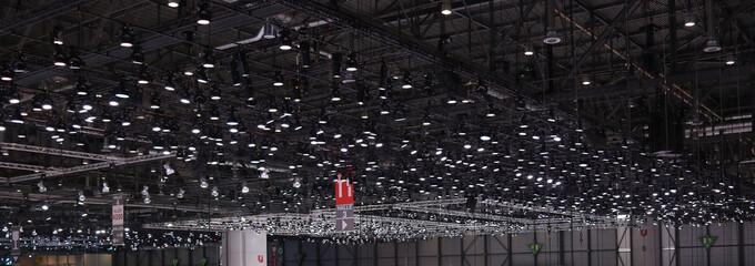 Beleuchtung einer großen Halle