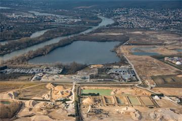vue aérienne de sablières à Carrières-sous-Poissy dans les Yvelines en France