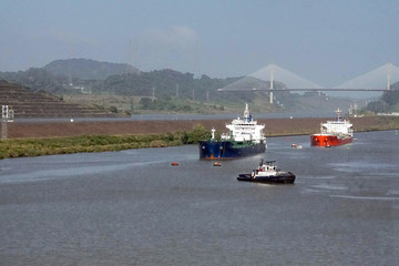 Tankers and freighter waiting to move through Miraflores lock