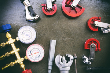 Gauges and other instruments. For maintenance, air conditioning or air conditioning installation.