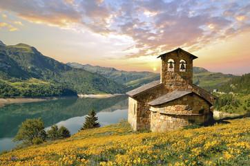 Chapelle au bord du lac Wall mural