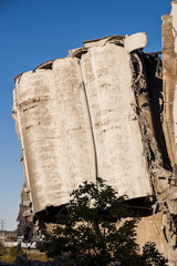 Collapsing Concrete Silo - Consolidated Grain - Cincinnati, Ohio