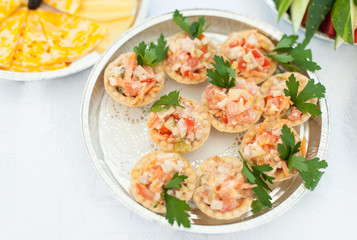 Tartlets with meat, tomatoes and cheese