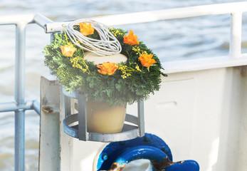 Seebestattung, Urne auf der letzten Reise