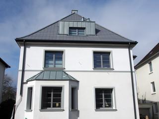 Sanierter Altbau: Mehrfamilienhaus, Deutschland, NRW