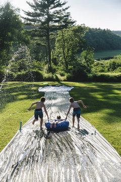 DIY Backyard Waterslide...yee haw!