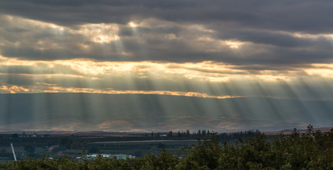 Wall Murals Cappuccino God's ray over the Yakima Valley