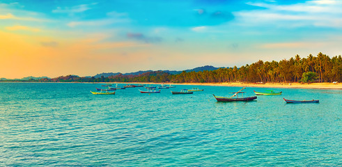 Fototapete -  Seascape at sunset time. Beautiful landscape of the Indian ocean. Panorama