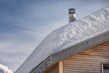 Schneedach mit Schornstein