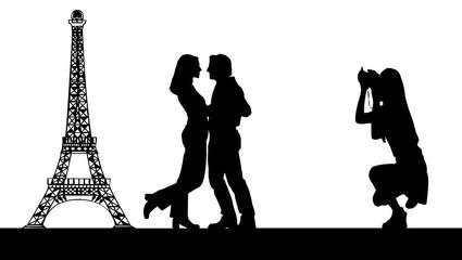 couple photographié devant la tour eiffel