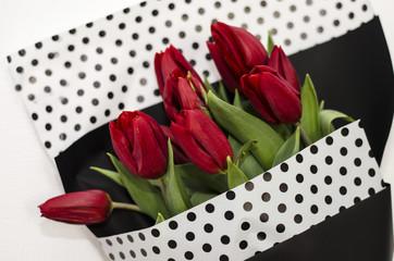 Букет тюльпанов в конверте на весь лист