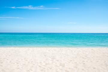 Foto auf AluDibond Strand Sommer, Sonne, Strand und Meer auf einer einsamen Insel in den Tropen