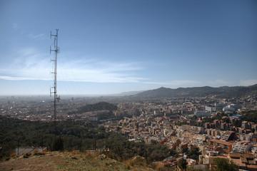 Antena de radio con Barcelona al fondo