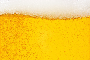 Photo sur Aluminium Biere, Cidre Pouring beer with bubble froth in glass for background on front view wave curve shape