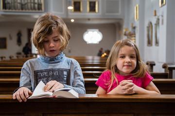 Kinder in der Kirche