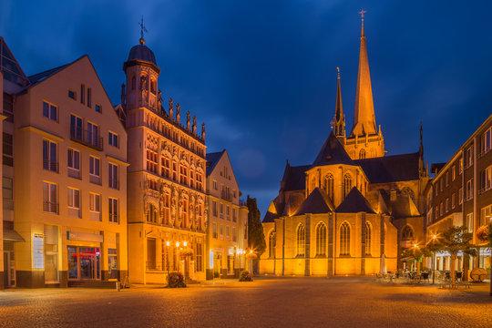 Willibrordi Dom und historisches Rathaus in Wesel am Großen Markt