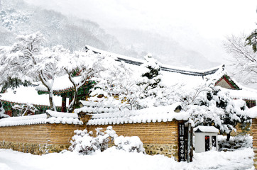 산사의 겨울 풍경