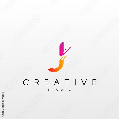 Dynamic Letter L Logo Design With Splash Liquid