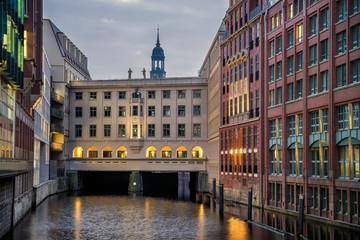 Bleichenfleet Hamburg mit Michel und Stadthausbrücke