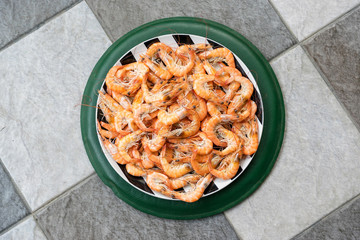 Many shrimp cooked and placed on the plate.