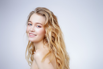 Foto op Canvas Akt smiling young woman