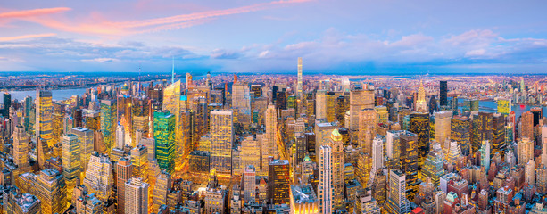 Fotomurales - Aerial view of Manhattan skyline at sunset, New York City