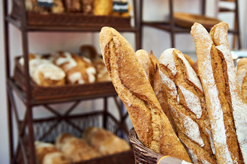 Zelfklevend Fotobehang Bakkerij Bread baguettes in basket at baking shop