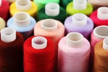 Papiers peints Rouge, noir, blanc Background of colourful thread spools