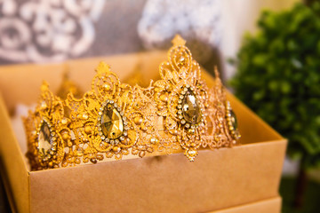 crown for the bride in the box