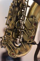 Detail der Tastenklappen eines Saxophon