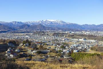 雪の武尊山と沼田市街