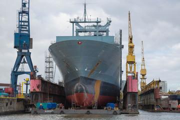 Schiff zur Überarbeitung in der Werft