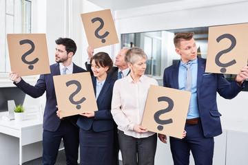 Brainstorming Übung mit Fragezeichen