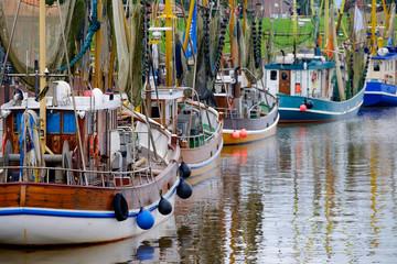 Photo sur Plexiglas Port Krabbenkutter im Hafen von Greetsiel