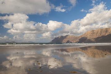 La famosa spiaggia di Famara a Lanzarote, Isole Canarie