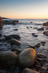Rocce laviche sulla spiaggia di El Golfo a Lanzarote, Isole Canarie