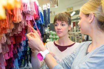 dressmakers buying zips