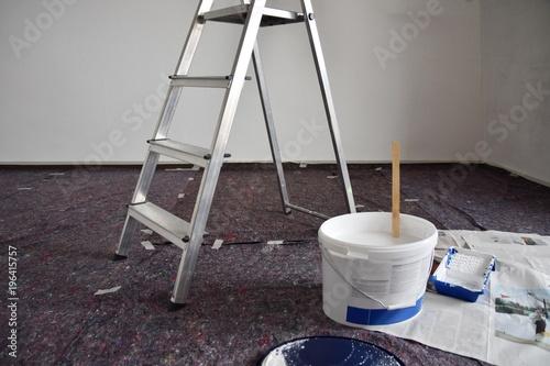 renovierung umzug streichen der w nde und decken stockfotos und lizenzfreie bilder auf. Black Bedroom Furniture Sets. Home Design Ideas