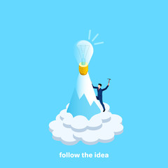 a man in a business suit rises to the top of the mountain for a bulb symbolizing the idea, an isometric image