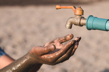 Children are sad to have no water to drink in the water shortage.
