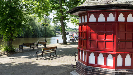 Ice cream hut by the River Dee in Chester Fotomurales