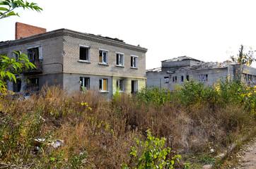 Здания разрушенные снарядами и минами в результате боевых действий.